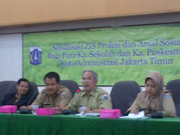 Sebelah kiri Drs. Ibnu Hjar, Msi, Drs. Dwi Busara, Hr. jumhana, dan Moderator